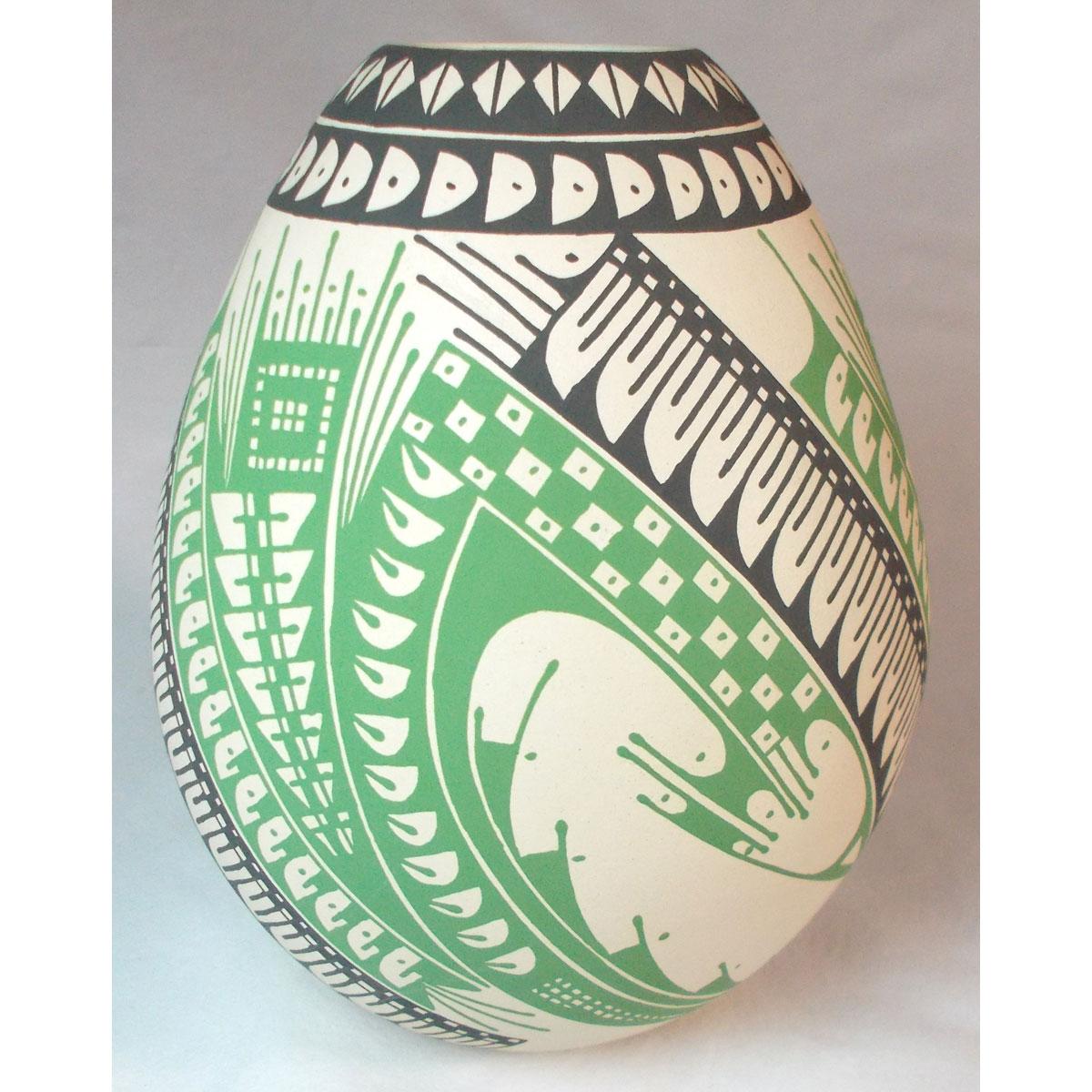 Mata Ortiz Pottery by Ana Veloz