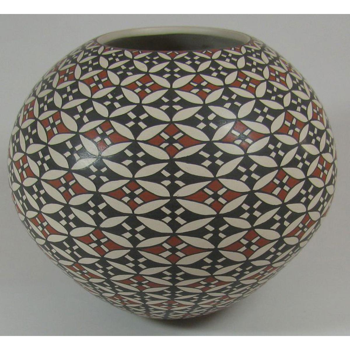 Mata Ortiz Pottery by Rosa Loya
