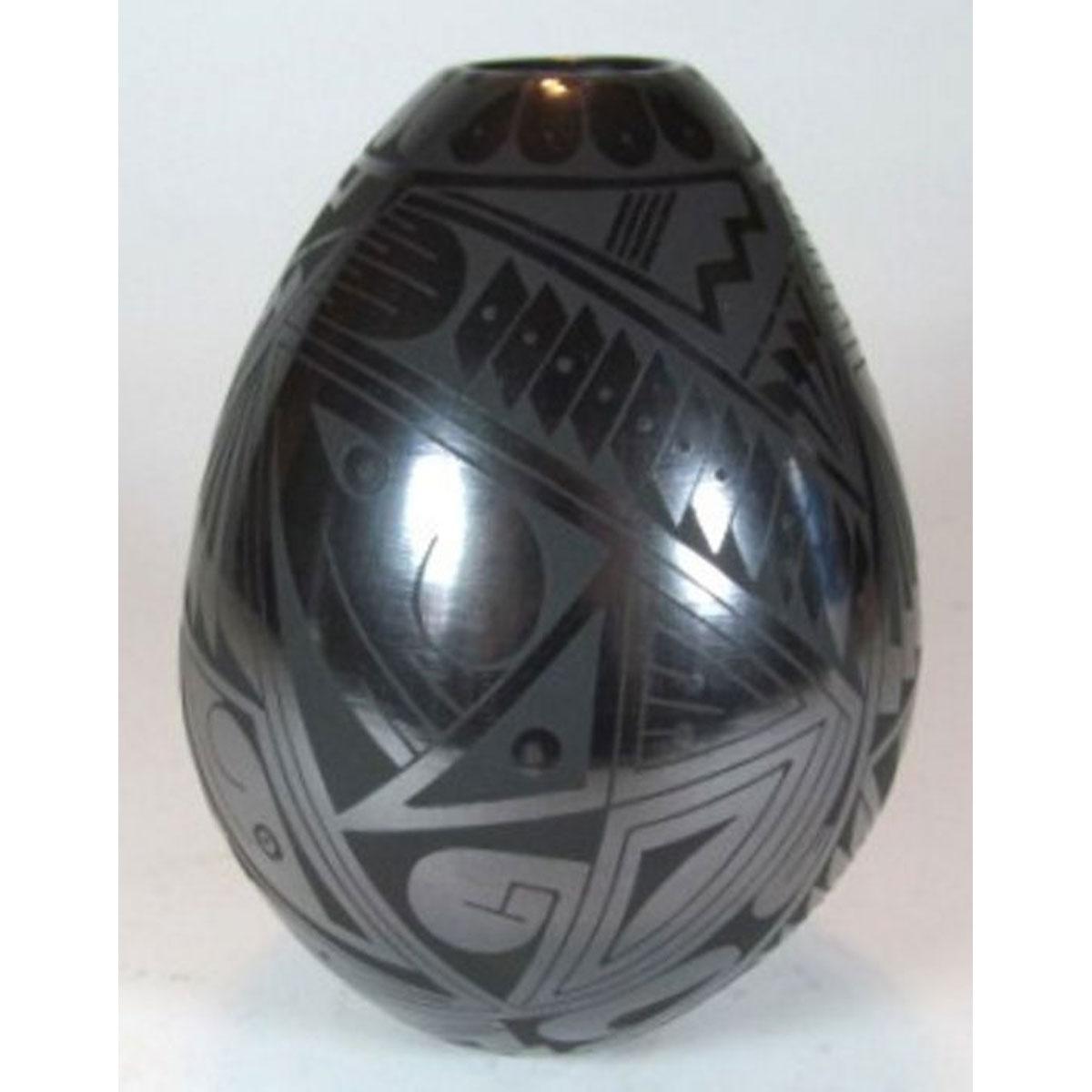 Mata Ortiz Pottery by Fernando Gonzalez