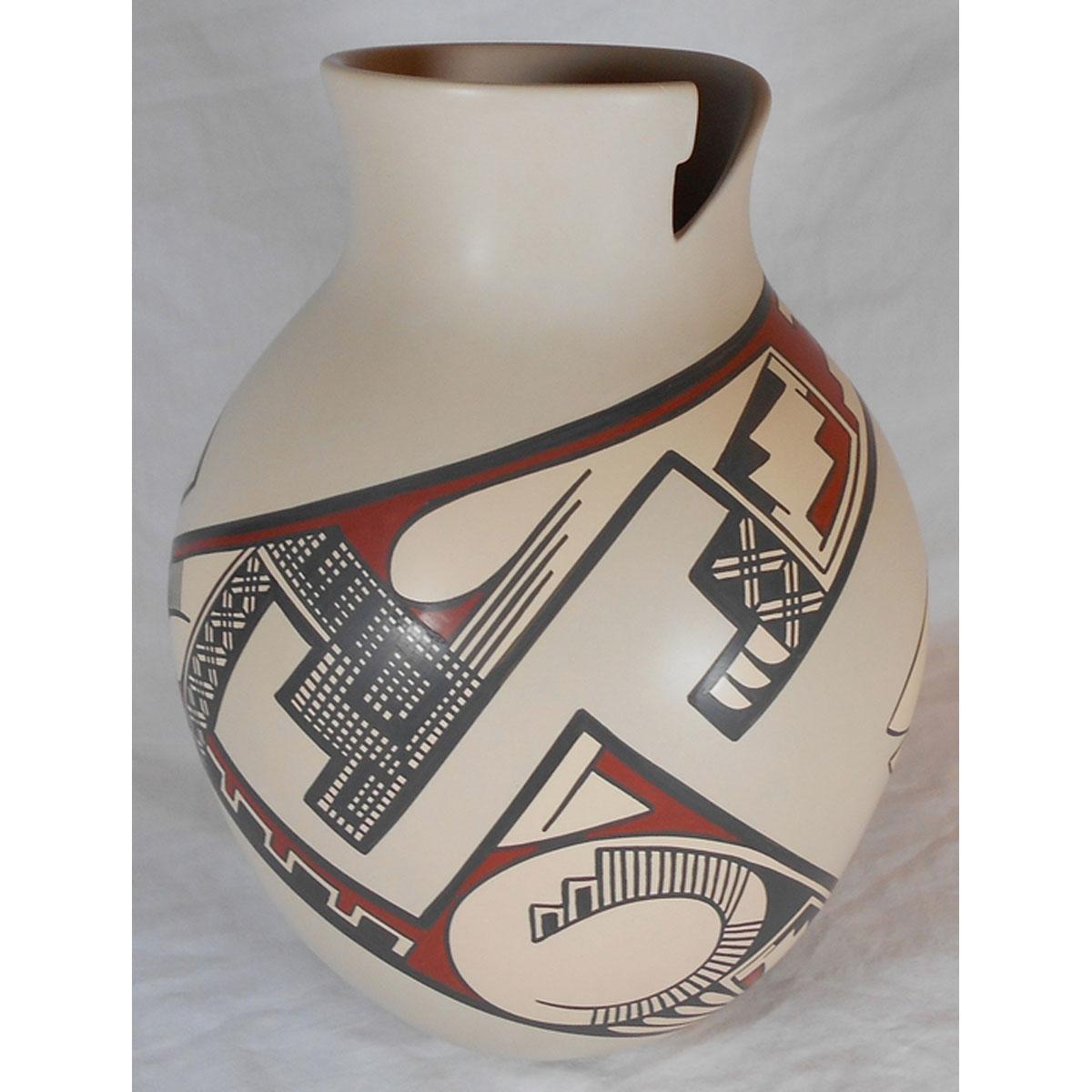 Mata Ortiz Pottery by Lydia Quezada