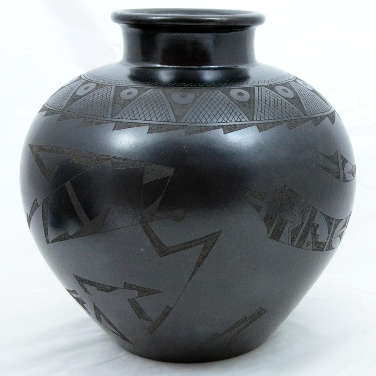 Rigoberto Mateos: Grande Barro Negro Large Pot