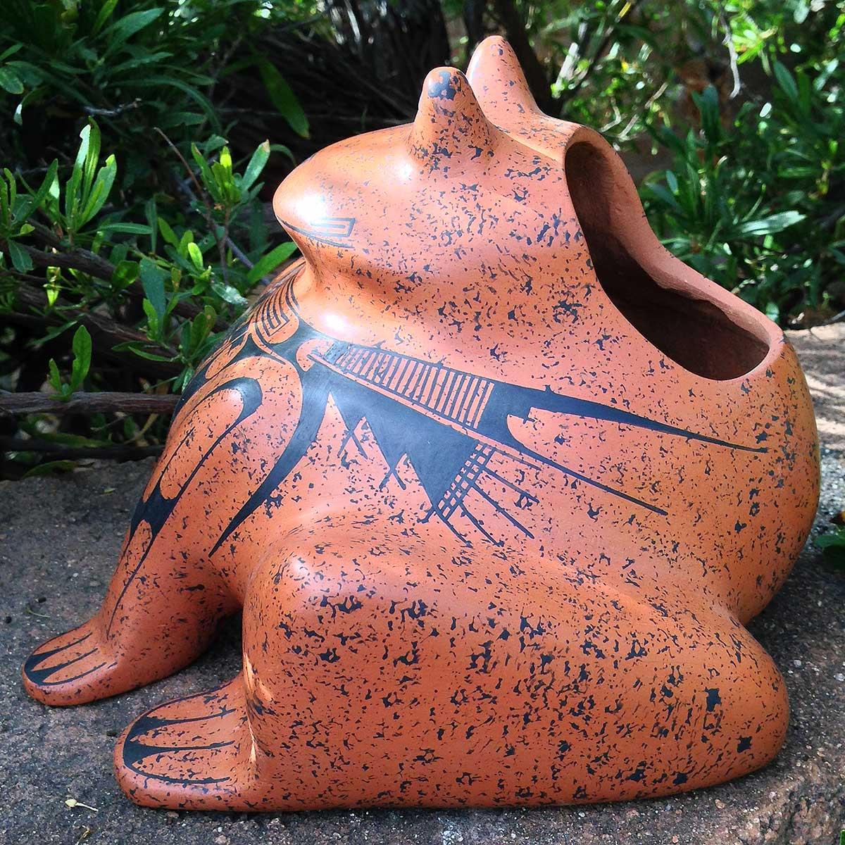 Mauricio Bañuelos Lopez Mauricio Bañuelos Lopez: Frog Pot Frog