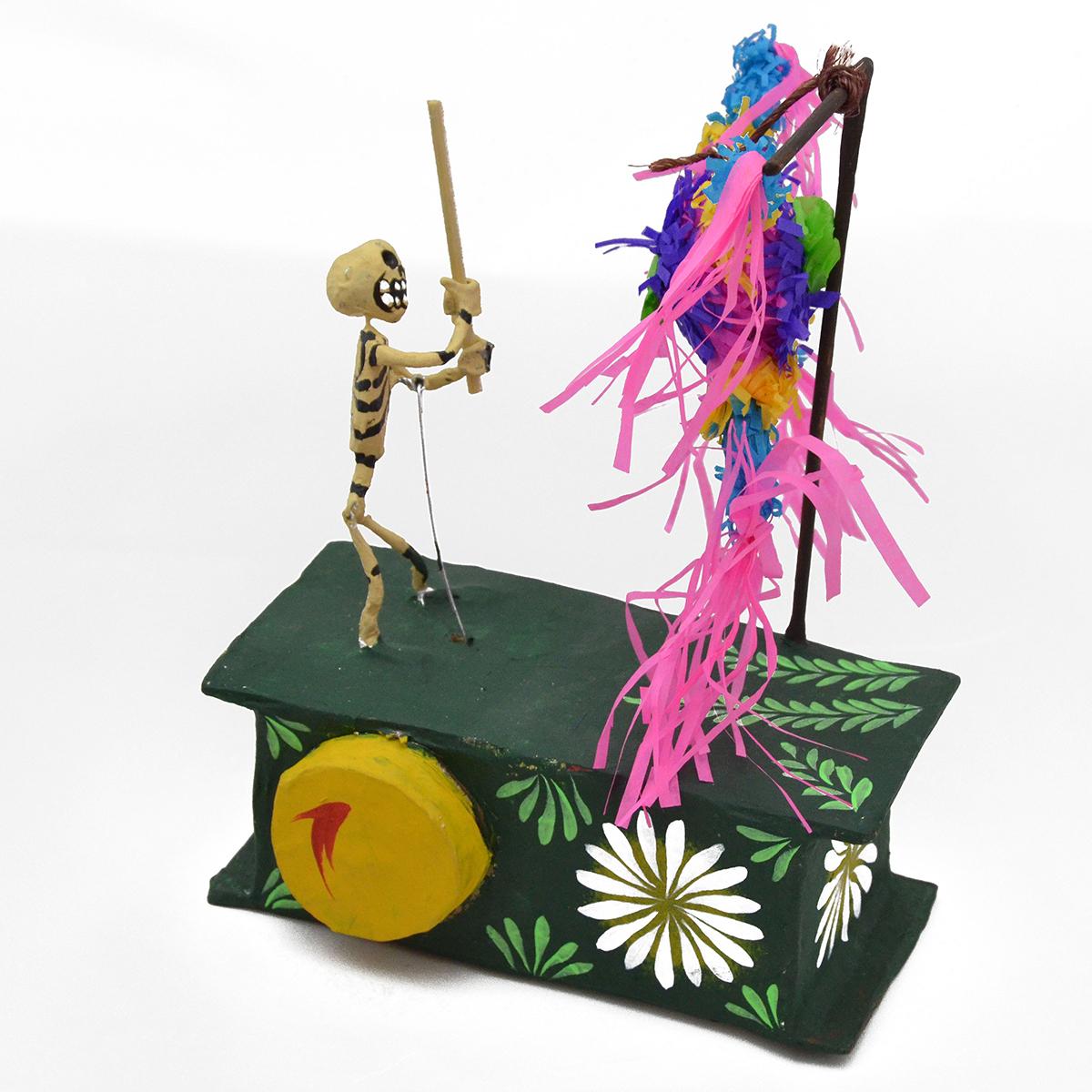 Mechanical Folk Art Josue Eleazar Castro: Piñata cartoneria