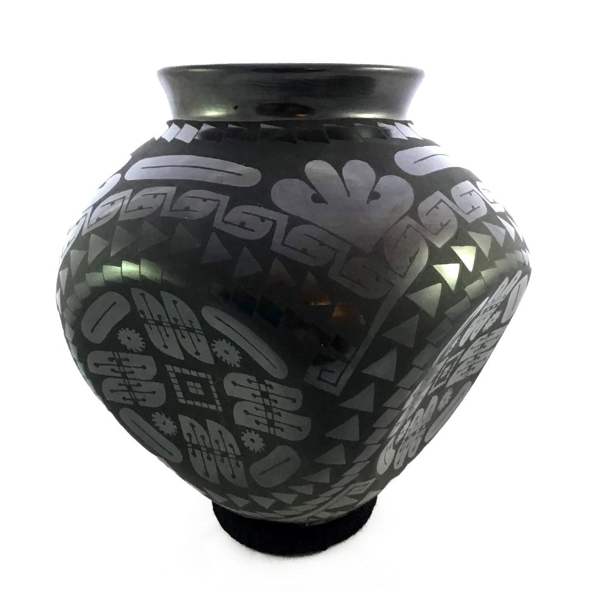 "Eduardo ""Chevo"" Ortiz Eduardo ""Chevo"" Ortiz: Collector Large Concave-sided Pot Concave"